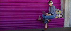 Voyager_8200_Lifestyle_White_Purple_Wall_06JUN17_screen_rgb